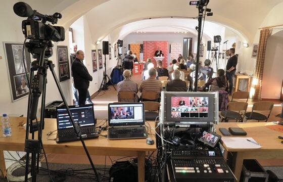Živý přenos předvolební debaty z Chanovic. | AVIDIS