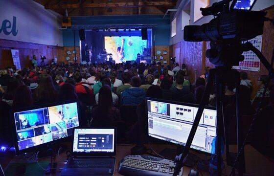 On-line přenos na velkoplošnou projekci - dětská pěvecká soutěž LYRA. | AVIDIS
