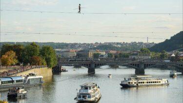 Provazochodkyně nad Vltavou. Tatiana-Mosio Bongonga zahájila Letní Letnou