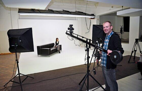 Natáčení propagačního videa v ateliéru s využitím kamerového jeřábu. | AVIDIS