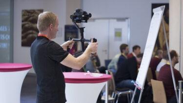 Natáčení s využitím kamerového stabilizátoru.